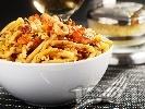 Рецепта Паста с морски дарове и сос от домати, бяло вино, чесън и праз лук